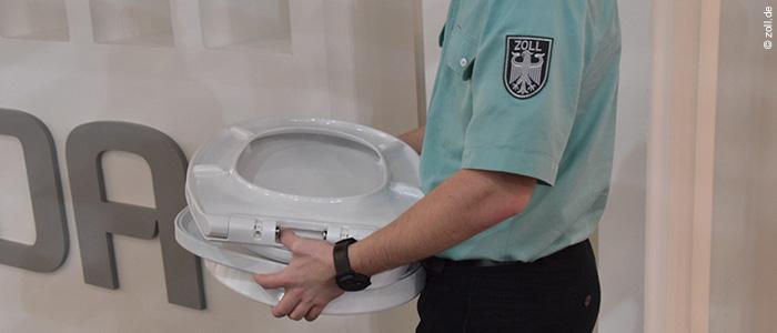 Zoll beschlagnahmt Fälschungen auf internationaler Sanitärmesse ISH