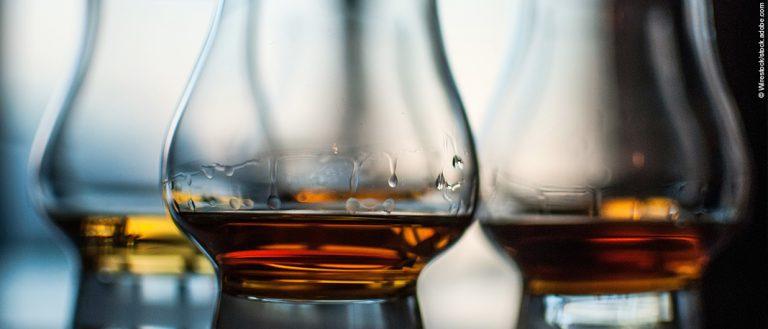 Tausende Liter gefälschten Whiskys beschlagnahmt